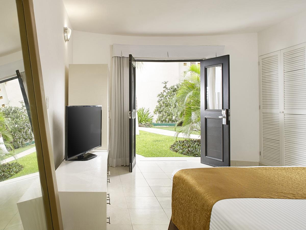 desire-riviera-deluxe-room-garden-00-1200x900.jpg